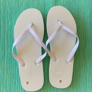 🤍White Flip Flops